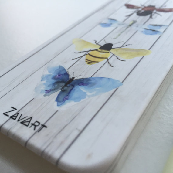 funda de móvil ilustrada con mariposas