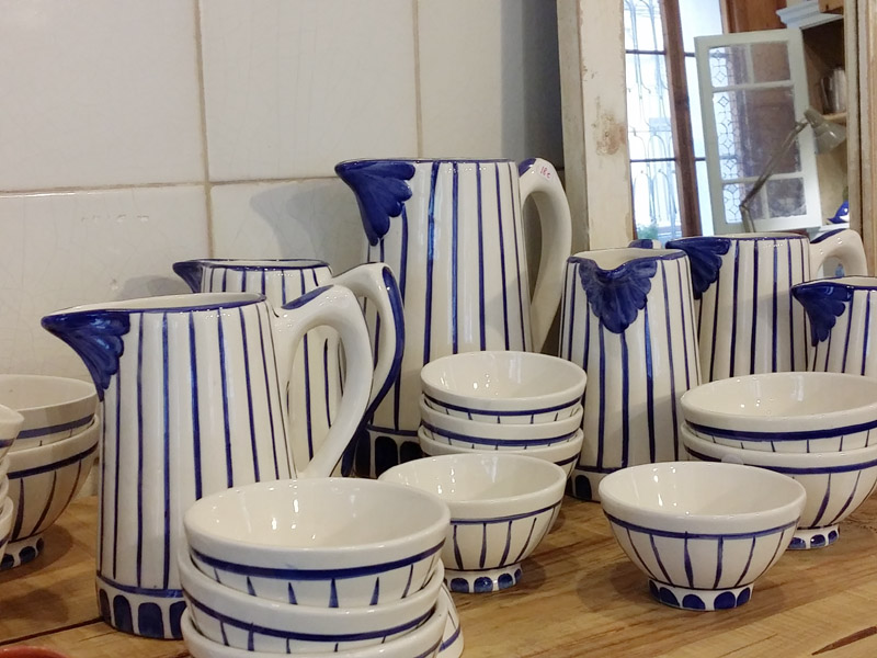 ceramica blanca azul