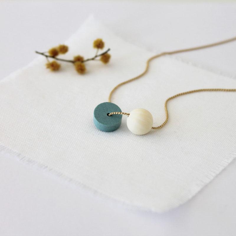 collar azul oro