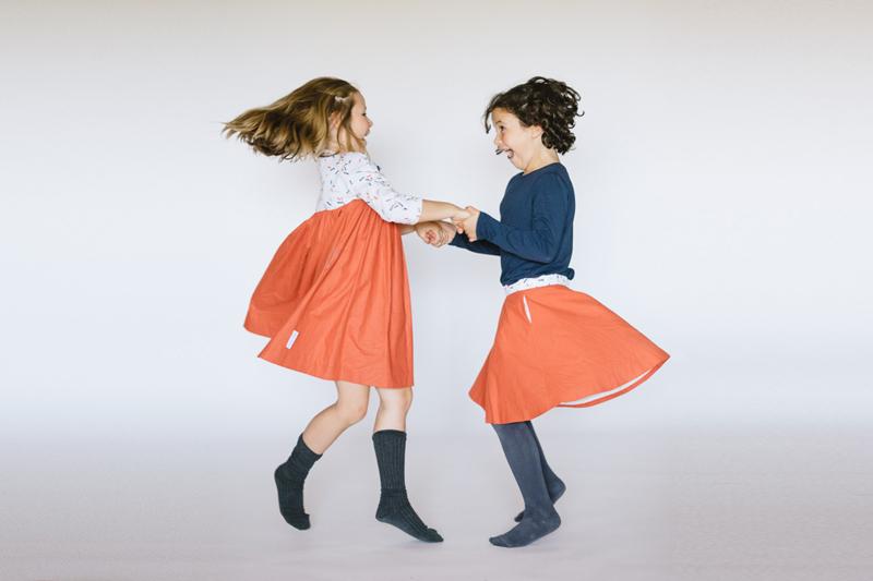 juego-de-ninos-faldas-rojas