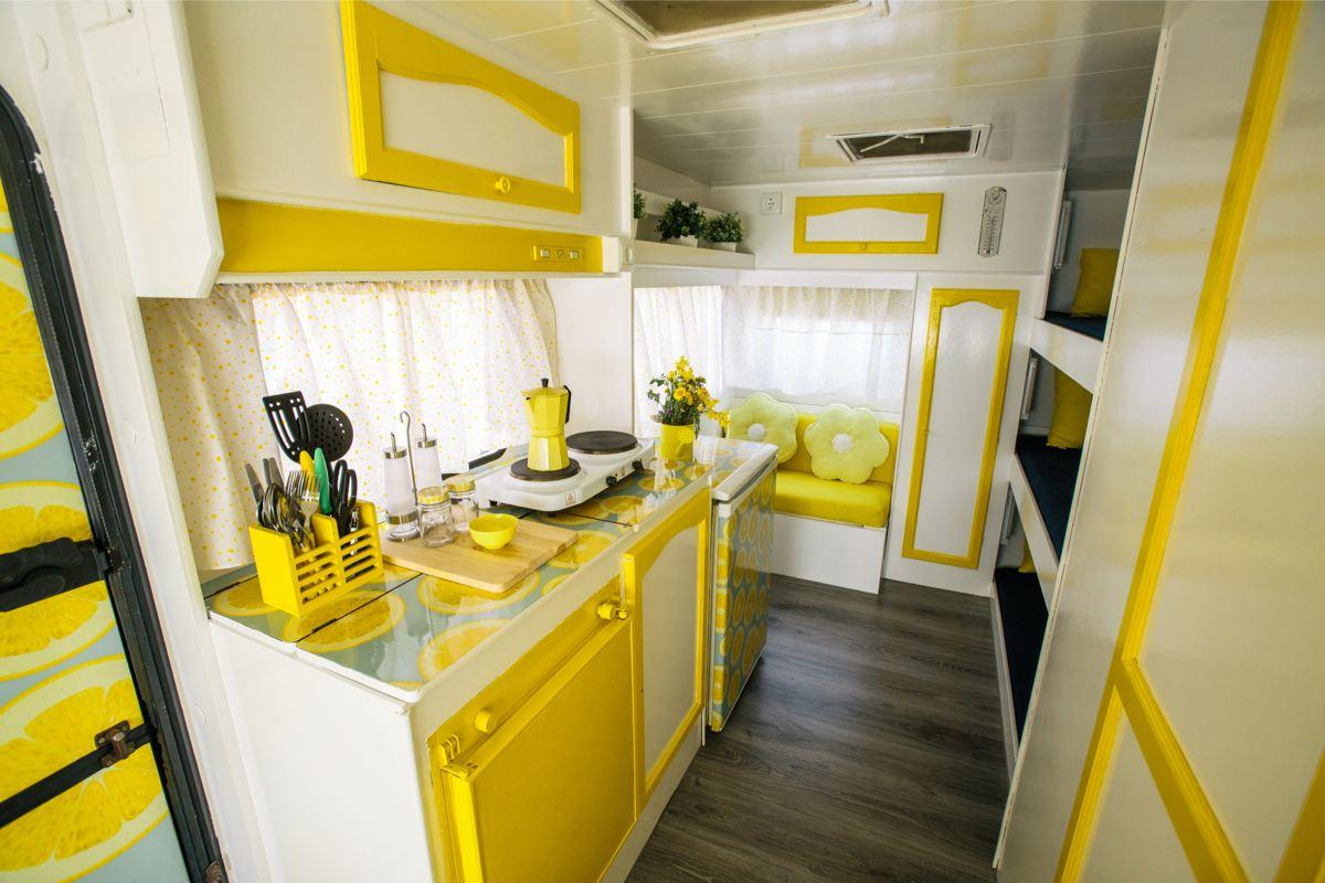 caravana-vintage-amarilla
