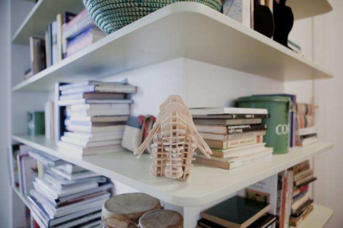 Picapino_estanteria_pasillo_libros_esquina_baldas_DM_lacada_madera_7